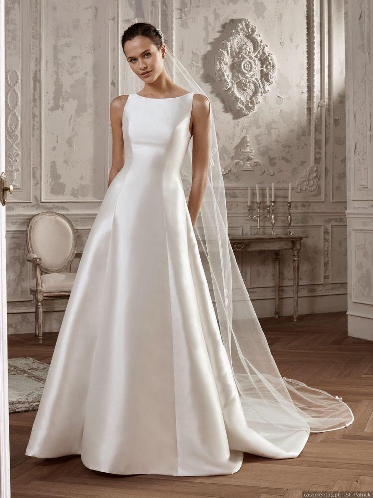 ce83fe7fd942 É um dos tecidos mais conhecidos, sendo esse encorpado e com textura lisa,  muito usado para base de vestidos de noiva. Uma ótima proposta para peças  ...
